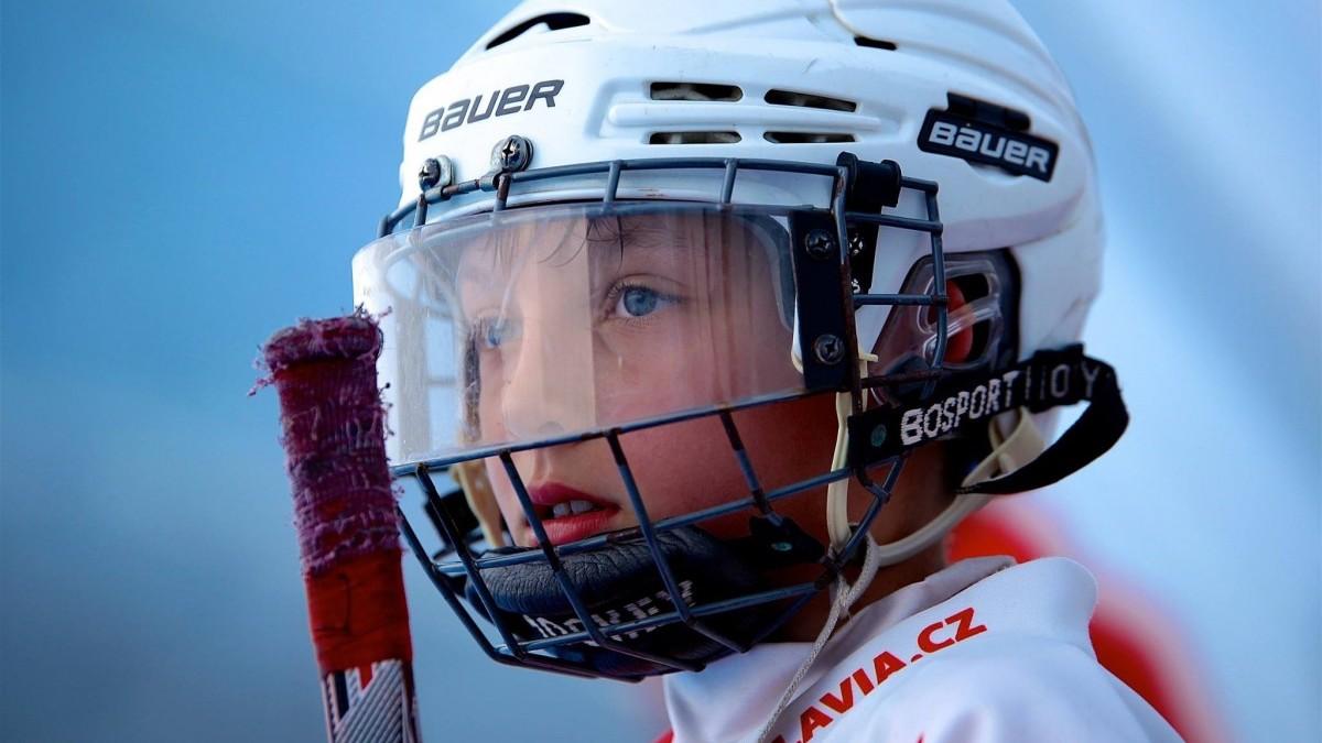 Gesichtsschild statt Eishockeyhelme